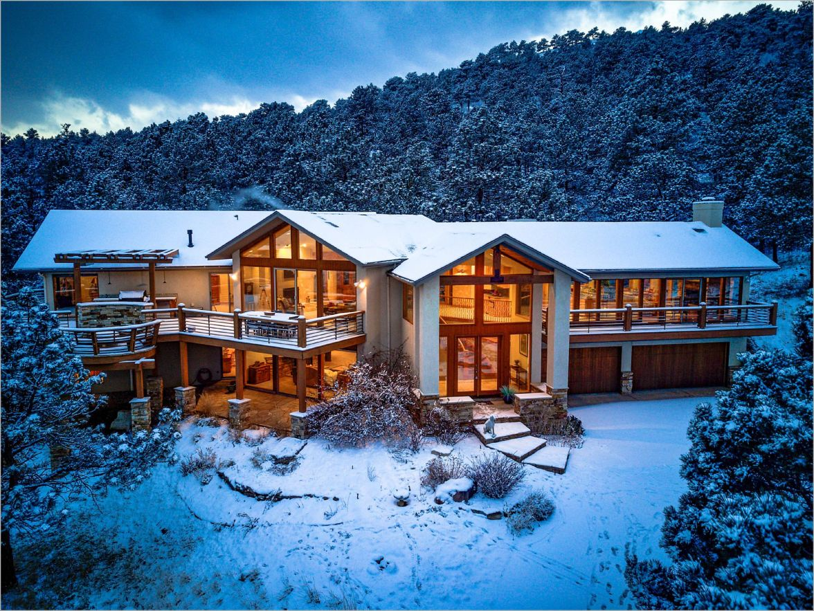 twilight photo of a luxury mountain home in the foothills of boulder, colorado